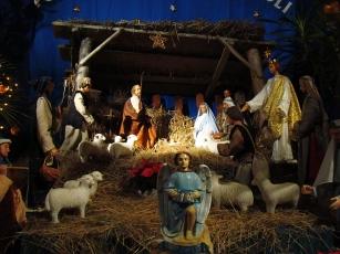 04567_Christmas_nativity_scene_at_the_Franciscan_church_in_Sanok,_2010